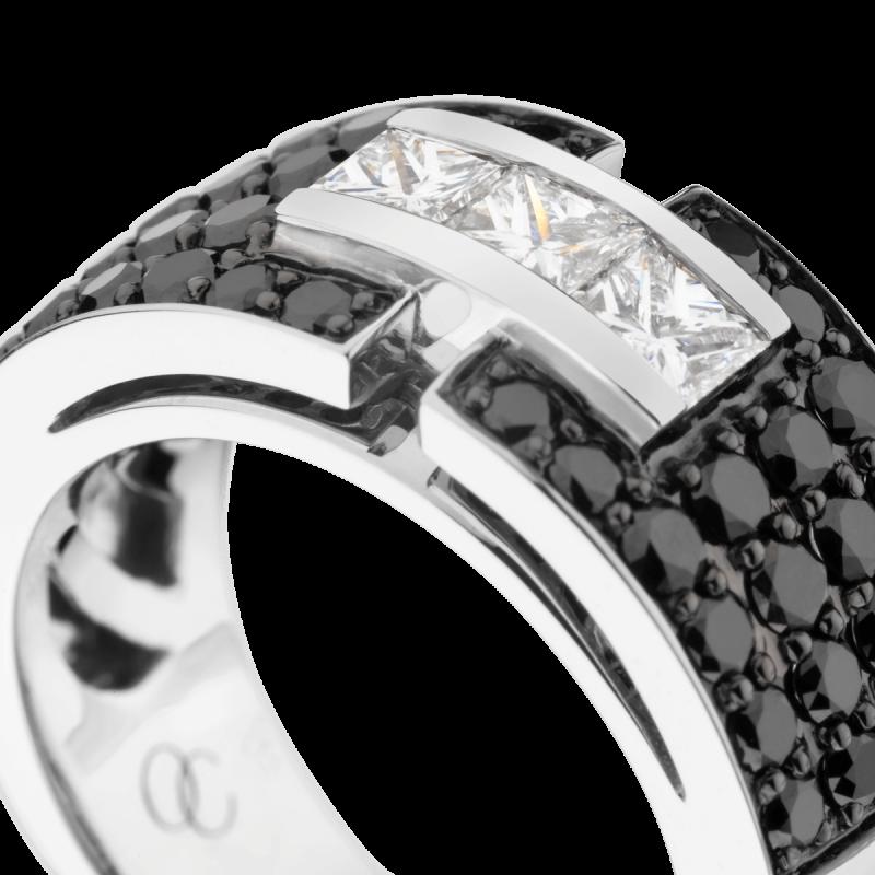 Bague So Shocking Capriccio grand modèle en or blanc et diamants noirs